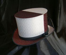 Красно-белая шляпа шапокляк