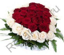 Корзина с 51 розой и зеленью