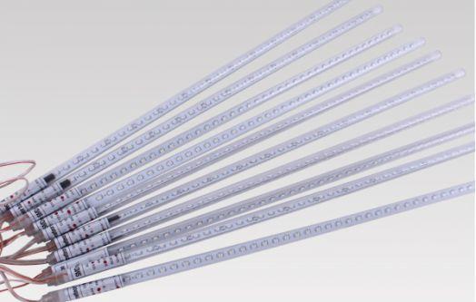 """Гирлянда """"Светодиодные сосульки"""" (Meteor Light): 10 сверх ярких герметичных сосулек по 0,5 м."""