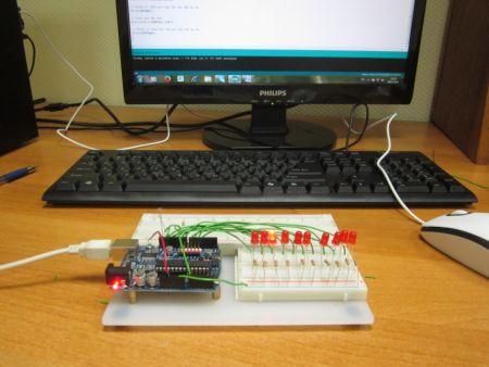10 светодиодов управляются фоторезистором