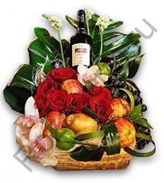 Корзинка подарочная с цветами, фруктами и вином
