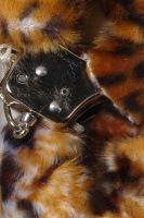 Наручники меховые тигрового цвета