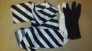 Перчатки превращаются в ленту.