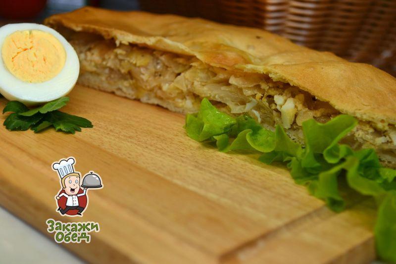 Пирог из слоеного теста с капустой, яйцом (2,4 кг.)