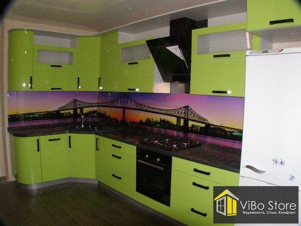 Современная небольшая, угловая кухня на 8 кв.м