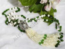 """Сотуар из диопсида, белого агата, коралла и перламутра в серебре """"Водяная лилия"""""""