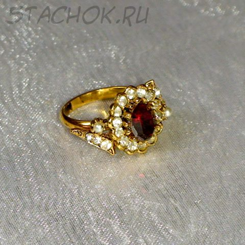 Кольцо рубиново-белое под золото