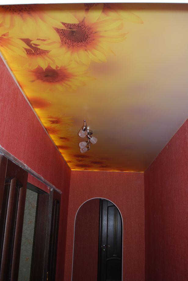 Натяжной потолок в коридор, прихожую