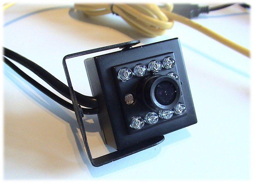 Мини IP-камера c подсветкой и записью на Яндекс-Диск