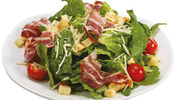 Салат с беконом и салатом