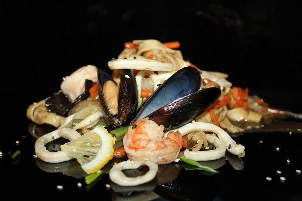 С морепродуктами по тайски