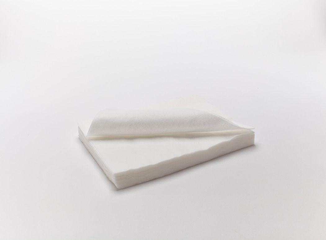 Салфетка одноразовая 10x10 поштучного сложения.