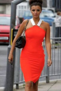 Яркое оранжевое платье миди