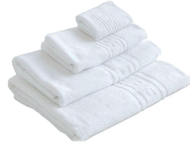 Гладкокрашеное полотенце белое
