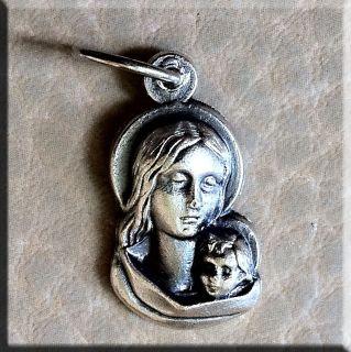 Кулон Дева Мария с Младенцем