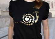 футболка с золотистым рисунком