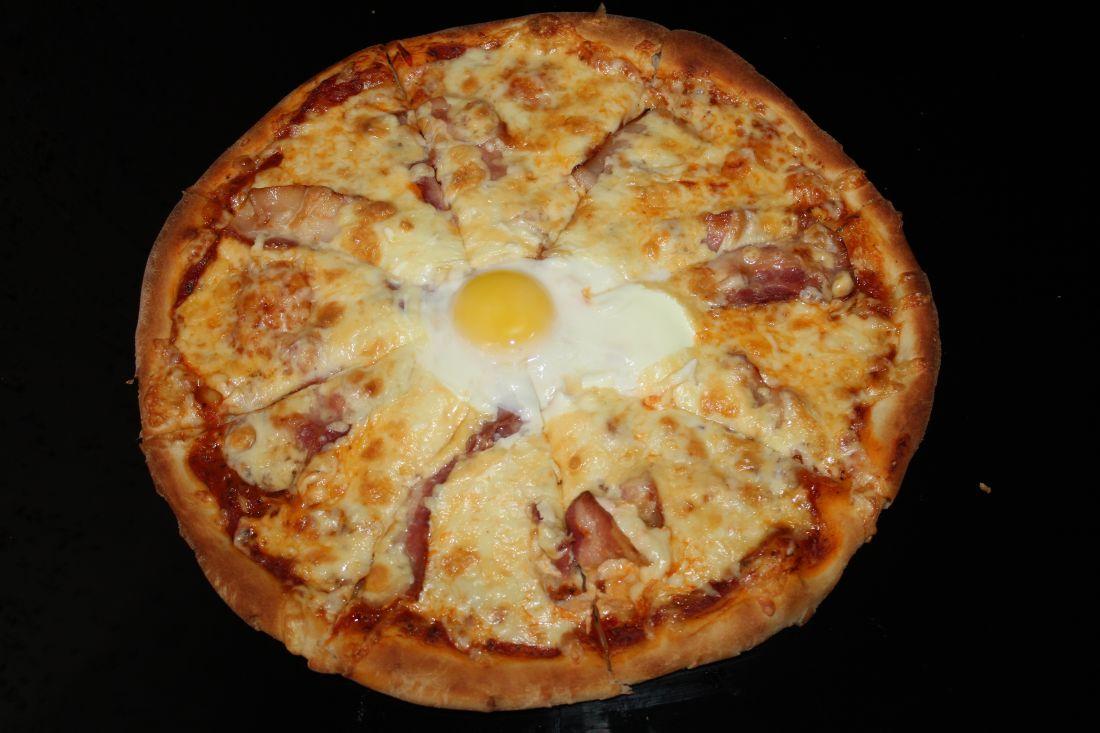 Пицца с беконом и яйцом (900 гр.)