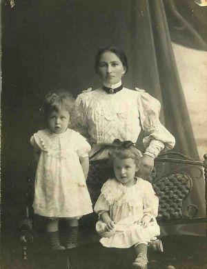 Митя и Лена Кабалевские с няней. Луганск (1907/1908 г.г.)