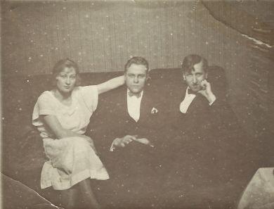 Сестра Олеся Воторынского, Олесь Воротынской, Митя Кабалевский (1925 г.)