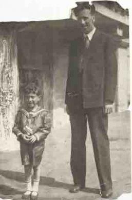 С сыном Юрой (1936-37 г.г.)