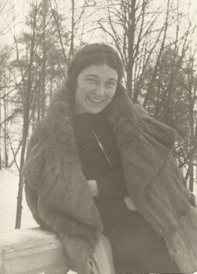 Лариса Павловна Кабалевская (1937 г.)