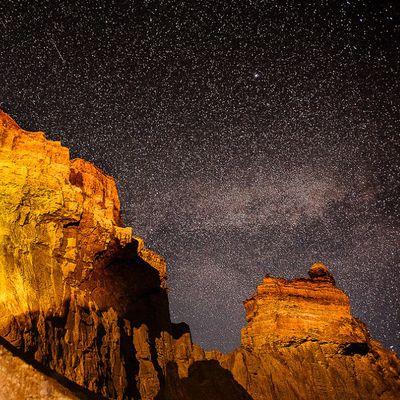 Чарынский каньон ночью с костром и песнями
