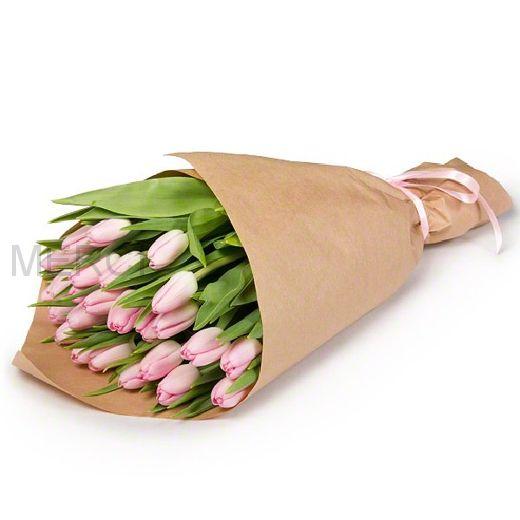 25 розовых тюльпанов в крафте