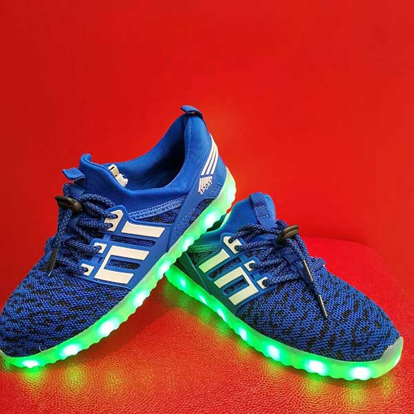 Детские кроссовки со светящейся подошвой