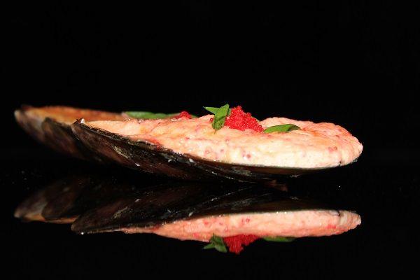 Мидии запеченые под сырно острым соусом 1 шт