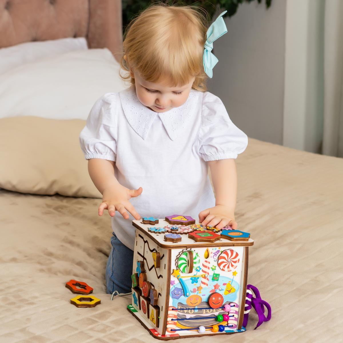 Кубик   Бизиборд Смайлики на дне рождении