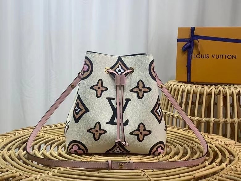Сумка Louis Vuitton 26х26х17,5 cm