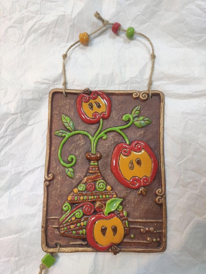 """Керамическое панно """"Натюрморт с яблоками""""."""