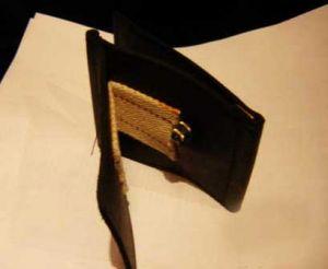 Бумажник с огнем