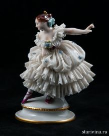 Балерина-кружевница с поднятой рукой, Volkstedt, Германия, вторая пол. 20 века., артикул 00392
