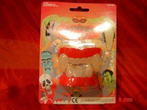 Зубы Вампира светящиеся