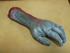 Рука зомби отрезанная