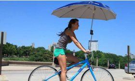 Универсальный фиксатор зонтика для колясок и велосипедов.