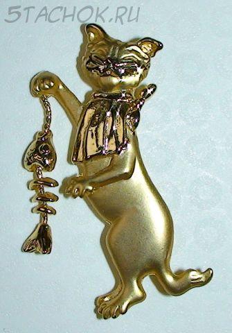 """Брошь """"Котик обедает рыбкой"""" под золото"""