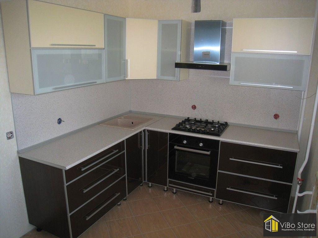 Черно-бежево-серая кухня