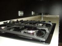 недорогая черно-белая кухня-4