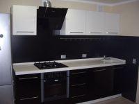 недорогая черно-белая кухня-6