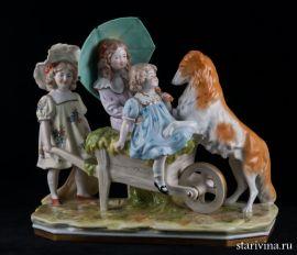 Три девочки, играющие с собакой, Scheibe-Alsbach, Германия, сер.20 в