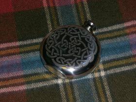 Фляжка из британского пьютера Кельтская Петля Времени (круглая)