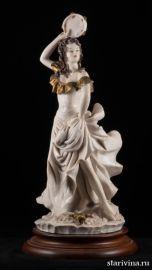 Танцовщица с бубном, Capodimonte, Италия, вт.пол. 20 века., артикул 00723