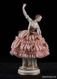 Танцующая девушка в кружевном платье, Muller & Co, Volkstedt, Германия, нач. 20 века., артикул 00725