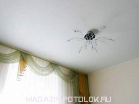Натяжной потолок в спальню 12 кв.м., матовый без швов