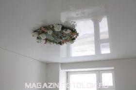Натяжной потолок в спальню 12 кв.м., глянцевый без швов