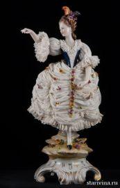 Дама с султаном из перьев, кружевница, Volkstedt, Германия, кон. 19 нач. 20 века., артикул 10487