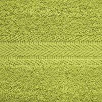 Махровое однотонное полотенце зеленого цвета.
