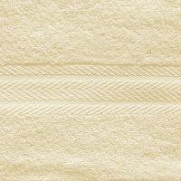 Махровое однотонное полотенце бежевого цвета.